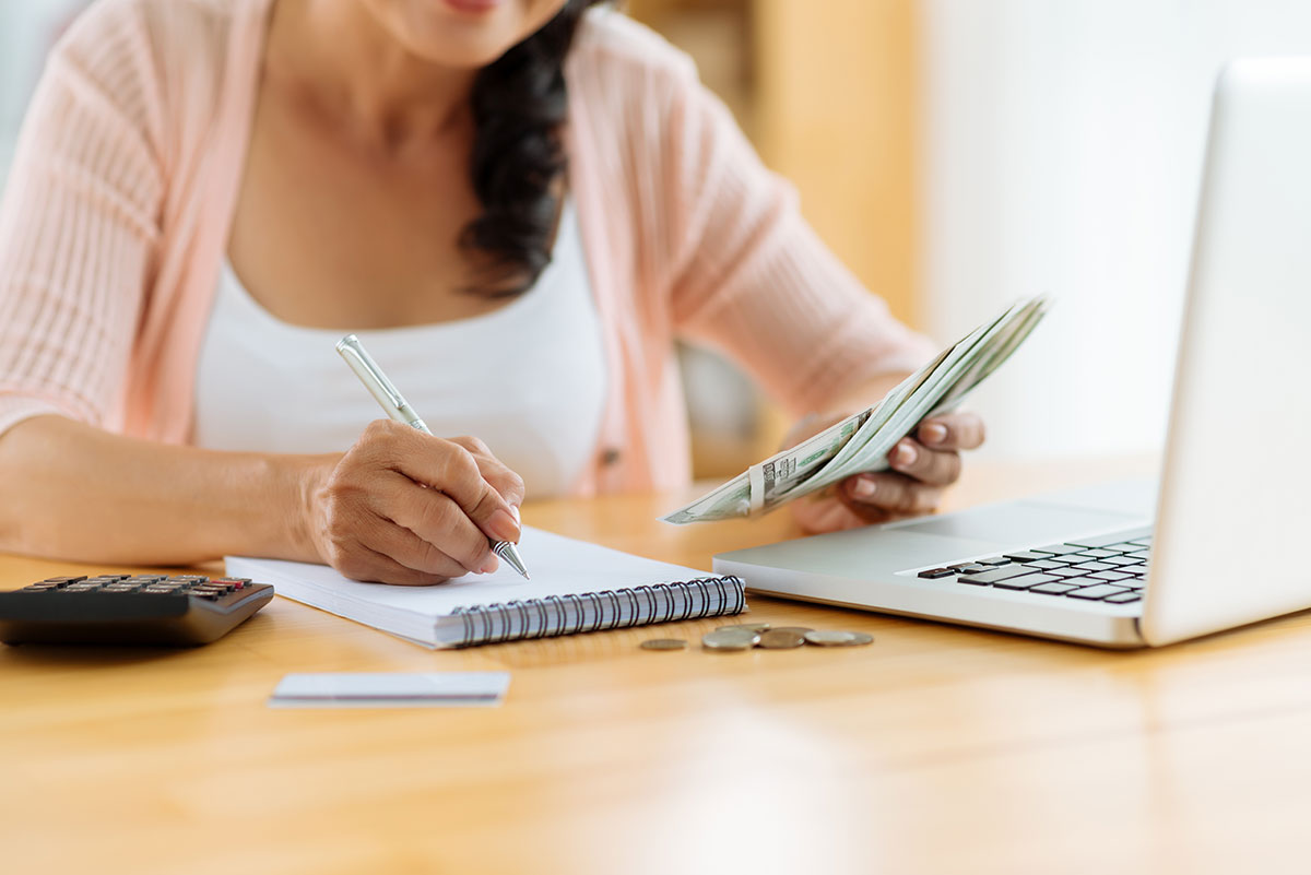woman planning her finances for the holiday season