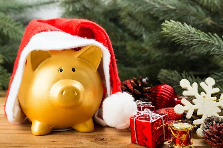 4 Tips to Keep Your Holiday Spending Under Wraps